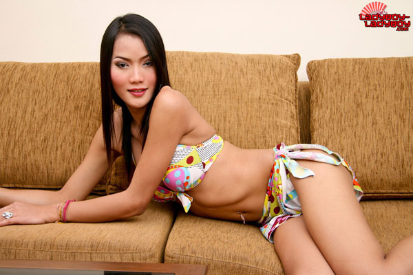 t tuk lblb 01 Beautiful Girls A Plenty On Ladyboy Ladyboy!