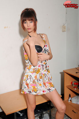Sun at Ladyboy-Ladyboy!