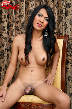 t aum ladyboy ladyboy 04 Ladyboy Aum In And Out Of Pink On Ladyboy Ladyboy!