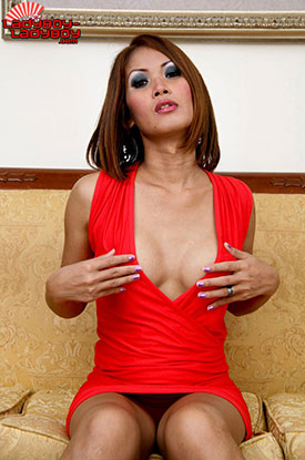 t ladyboy tu ladyboy ladyboy 02 See Up Ladyboy Tus Dress On Ladyboy Ladyboy!