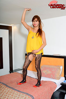 t ladyboy erich ladyboy ladyboy 01 Ladyboy Erich In Yellow And Black On Ladyboy Ladyboy!